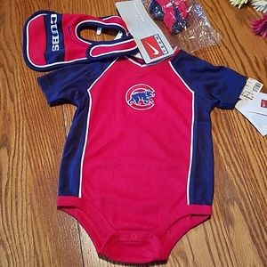 NWT Nike Chicago Cubs 3 pc. onesie set